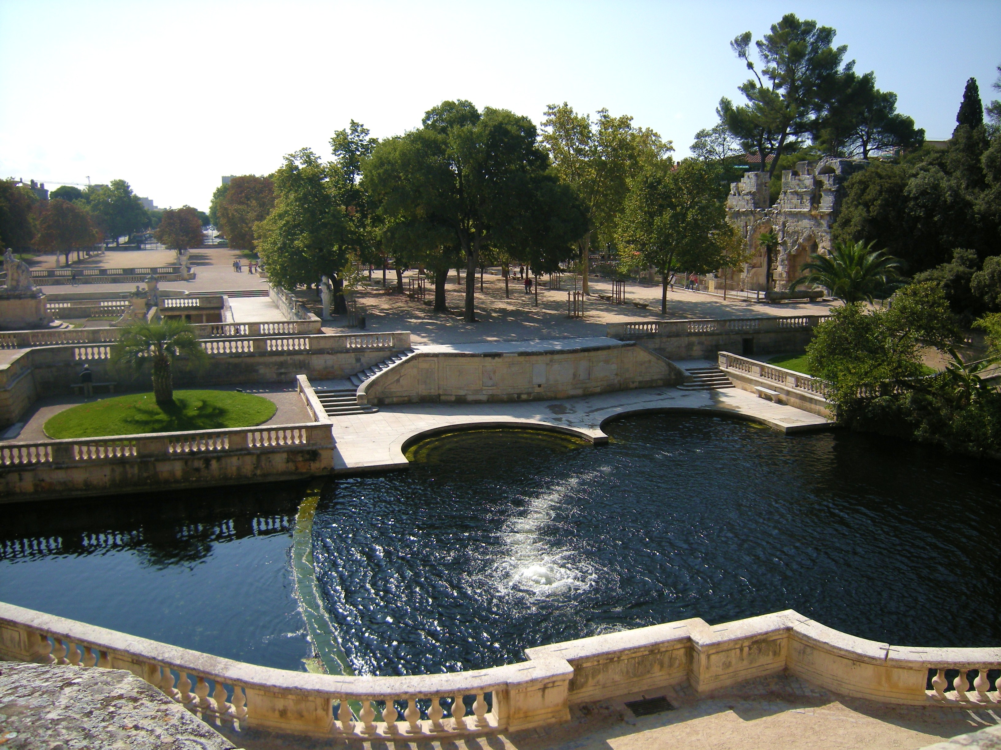 Jardin de la fontaine nimes caribbean living blog for Hotel design nimes